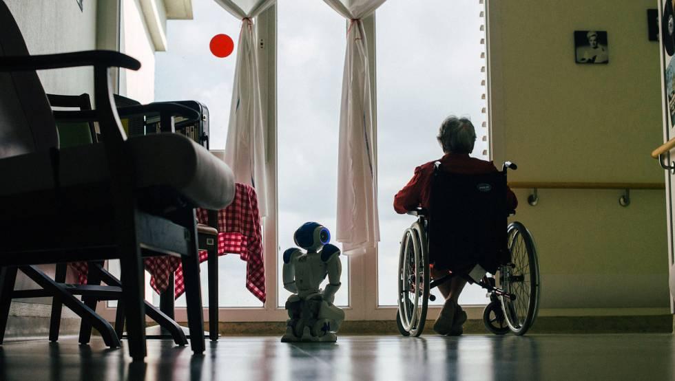 Zora se ha convertido en un antídoto contra la soledad de los mayores.