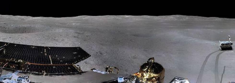 Imagen de 360 grados tomada por la sonda china 'Chang'e 4' del vehículo explorador Yutu 2 en la cara oculta de la luna.