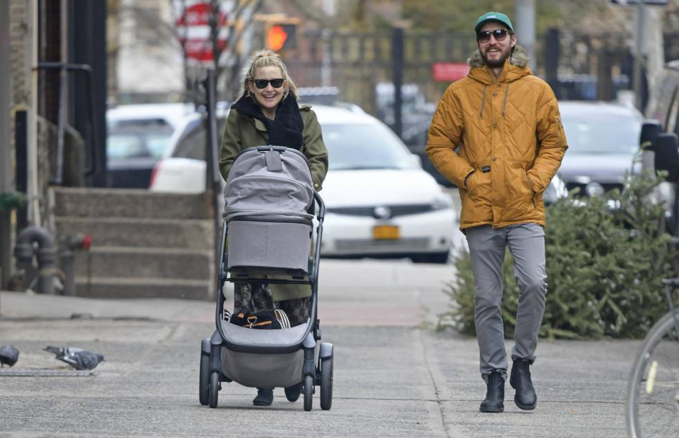 Kate Hudson and Danny Fujikawa with his daughter in New York at the beginning of January.