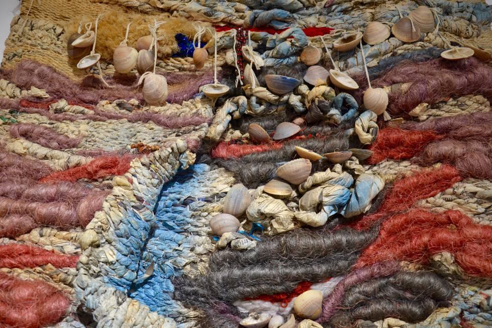 Detalle de uno de los tapices que se muestran en la Galaría de Mamah Africa.