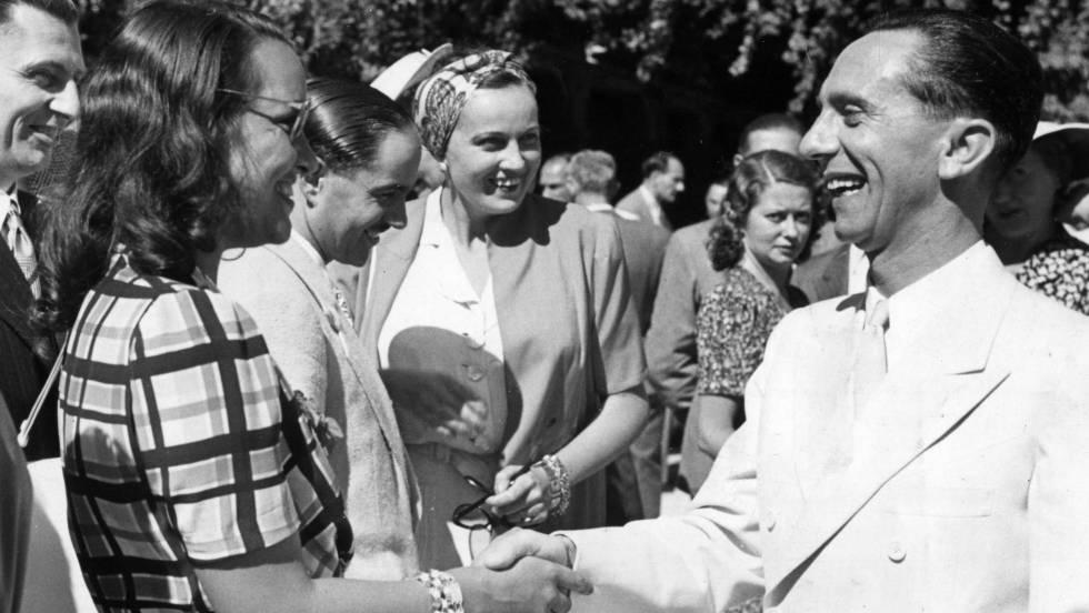 O ministro nazista de Propaganda Joseph Goebbels saúda à atriz italiana Elli Parvo, em 1941. No vídeo, a história da vila de Bogensee (legendas em espanhol).