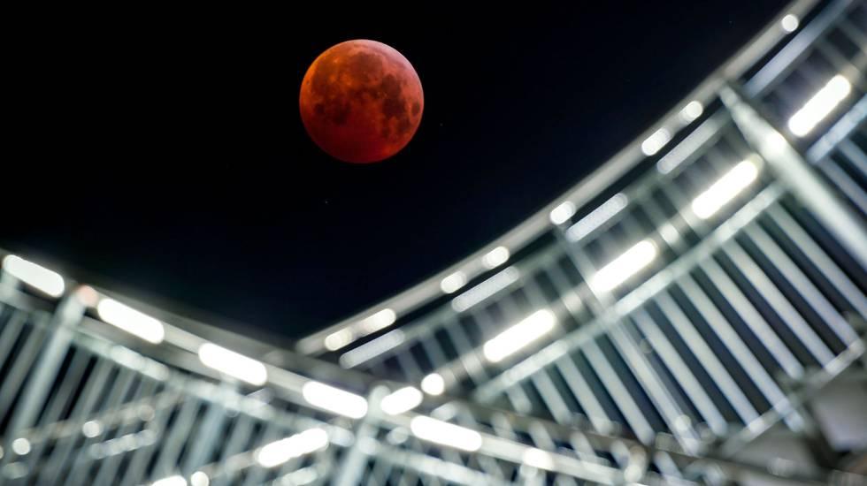 La superluna de sangre, en imágenes