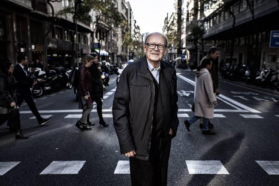 Francisco Ibáñez, el creador de 'Mortadelo y Filemón'; '13, Rue del Percebe' o 'Rompetechos', en el centro de Barcelona, donde reside.