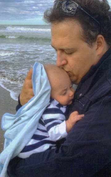 El hijo y nieto de María Isabel.