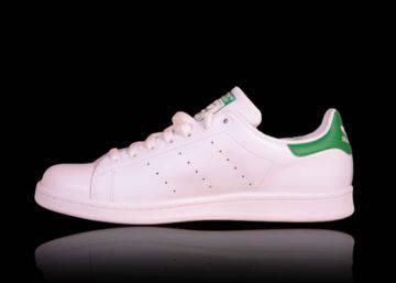 e79b2ed15 Las zapatillas blancas no pasan de moda  modelos a buen precio para ...