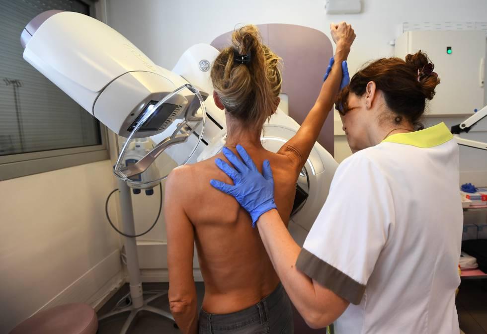 Cuando el cáncer de mama es hereditario, ¿qué protocolo deben seguir mis hijas?