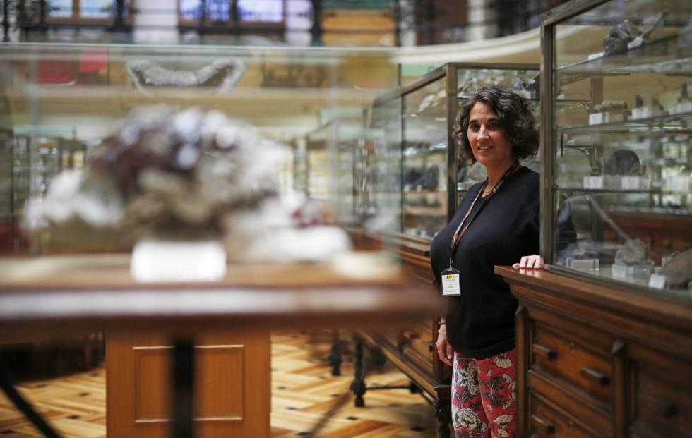 Lola Pereira, geóloga de la Universidad de Salamanca, en el Museo Geominero de Madrid.