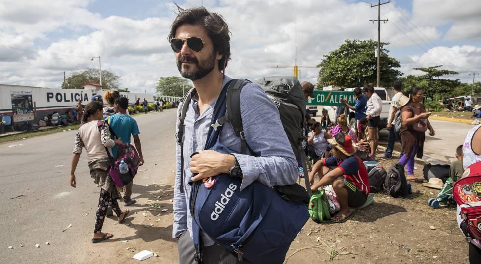 Juan Moreno, fotografiado en el sur de México, durante la realización del reportaje sobre la caravana de migrantes que hizo estallar el escándalo.