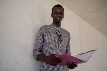 Cheikh Sidati, de 19 años y alumno del liceio Tassiniere de Gandiol. Quiere ser geógrafo y no está de acuerdo con la inmigración clandestina.