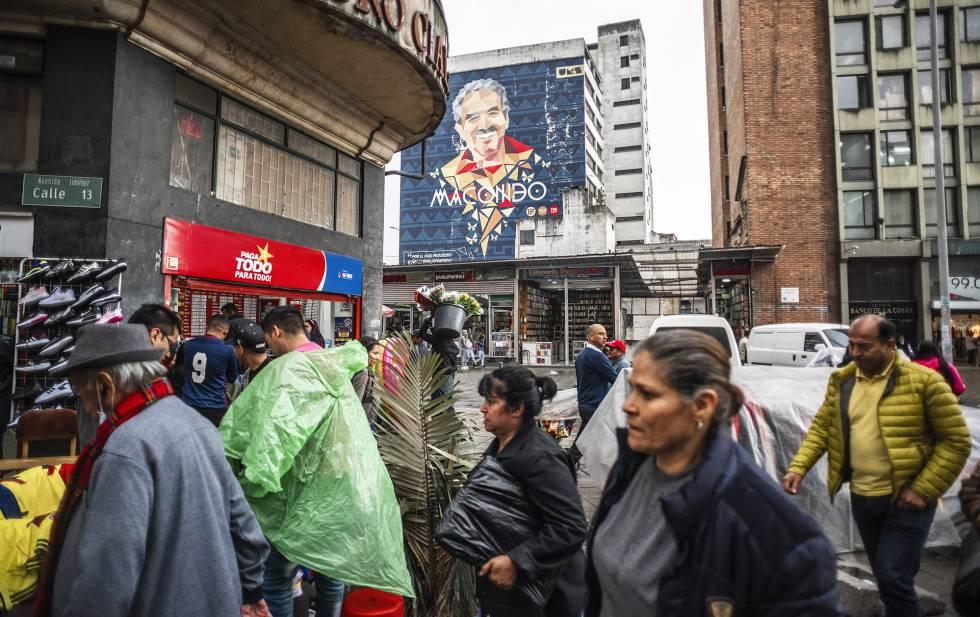 Panorámica en San Victorino, con un mural de Macondo y Gabriel García Márquez.