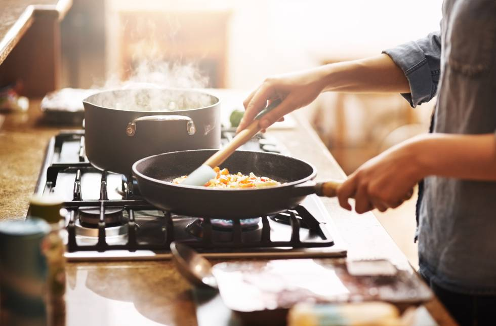 Cocinar y limpiar también contamina, y no solo la casa | BuenaVida | EL PAÍS
