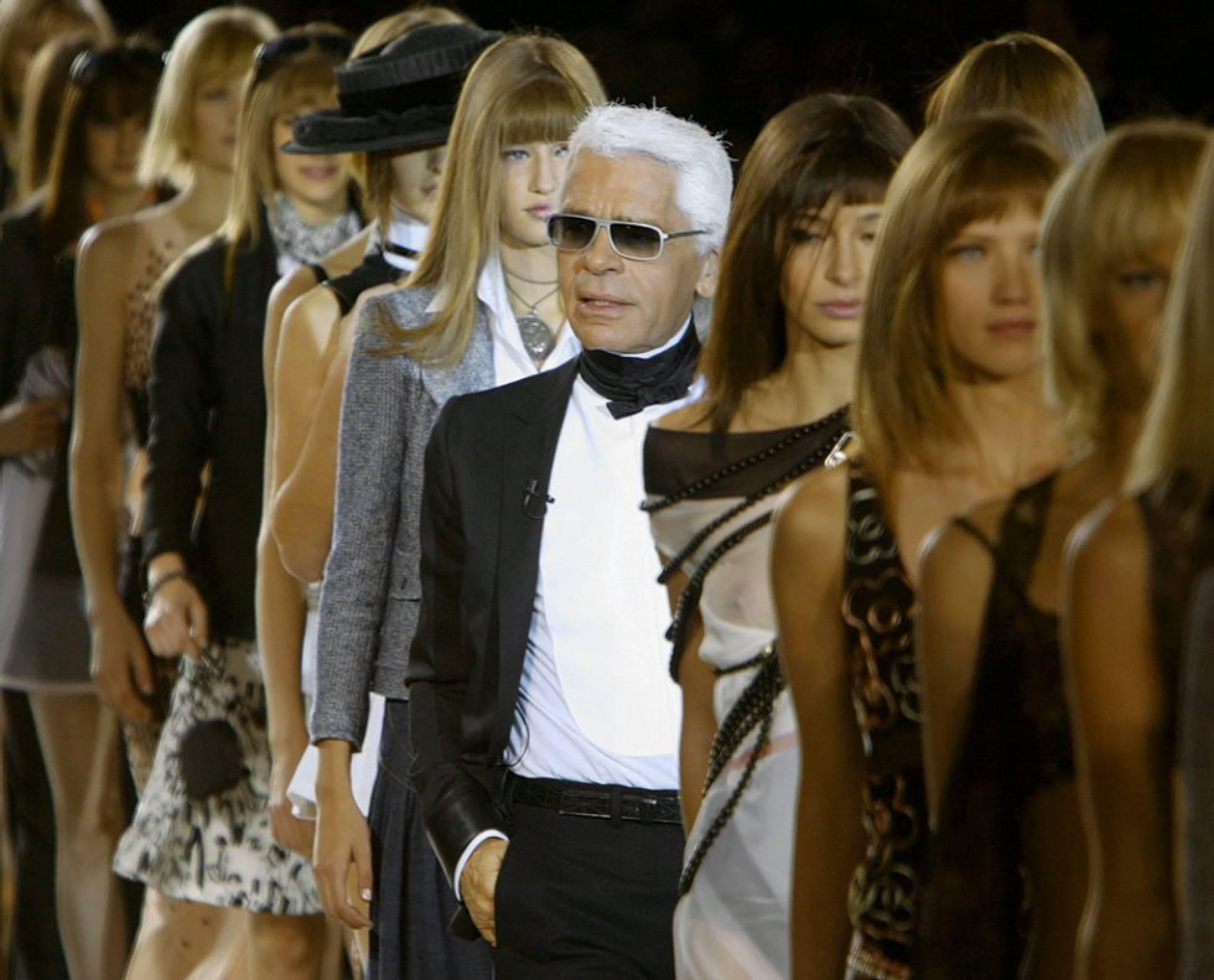 Karl Lagerfeld en un desfile de modas de Chanel