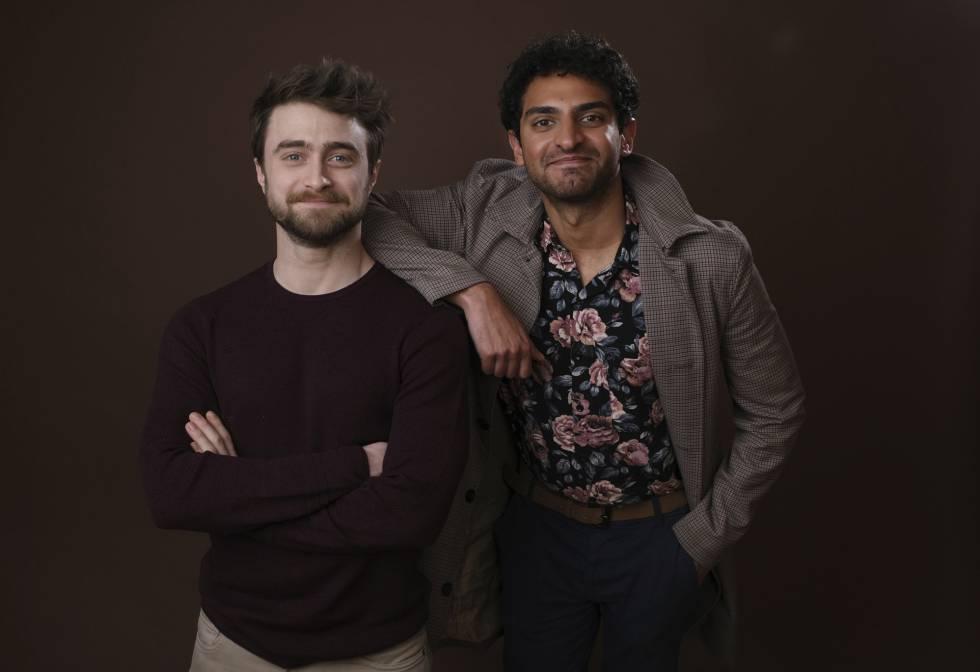Daniel Radcliffe y Karan Soni, protagonista de 'Miracle Workers'.
