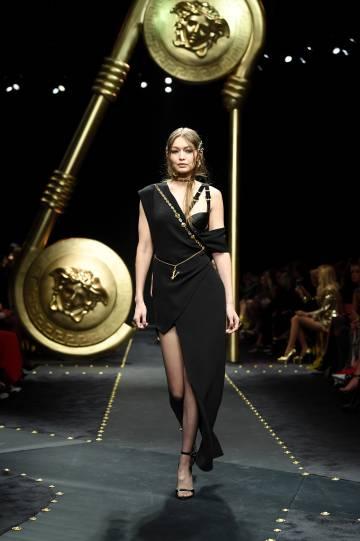 704cb27e18 Semana de la moda: Versace lo hizo primero (y lo hizo mejor) | Estilo | EL  PAÍS