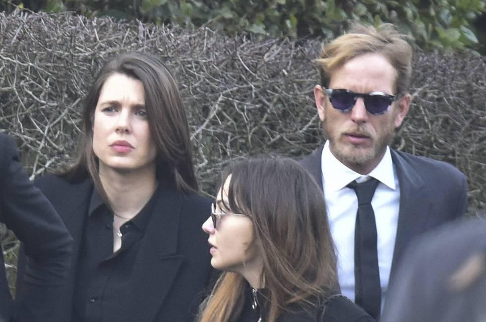 Carlota y Andrea Casiraghi en la incineración de Karl Lagerfeld, en Mont-Valerien, el pasado viernes.