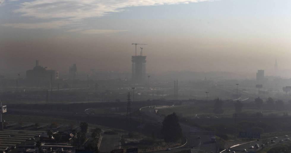 Vista de la contaminación en Sevilla desde Camas
