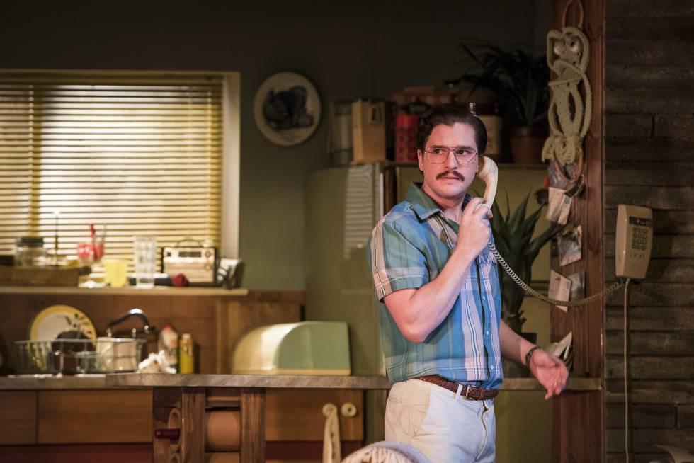 Kit Harington con su nuevo corte de pelo en la obra de teatro 'True West', que acaba de representar en el teatro Vaudeville de Londres.