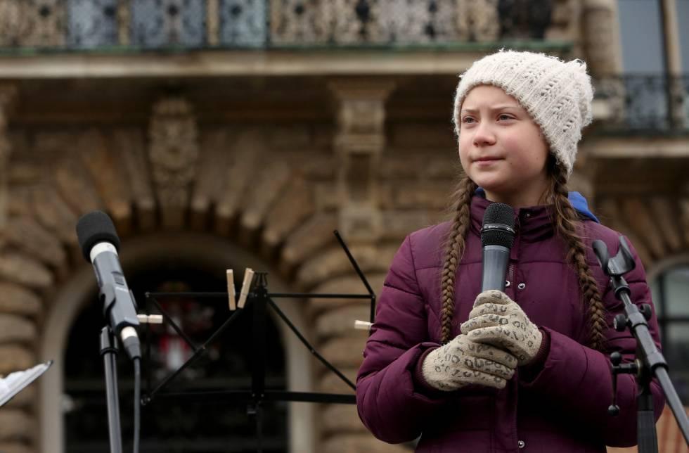 Greta Thunberg se dirige a los estudiantes en Hamburgo. rn