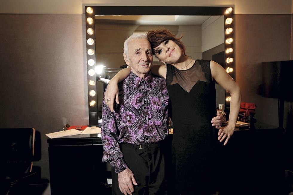 La cantante, en 2015 con el fallecido Charles Aznavour.