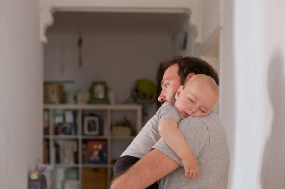 imagenes de bebes jugando con sus padres