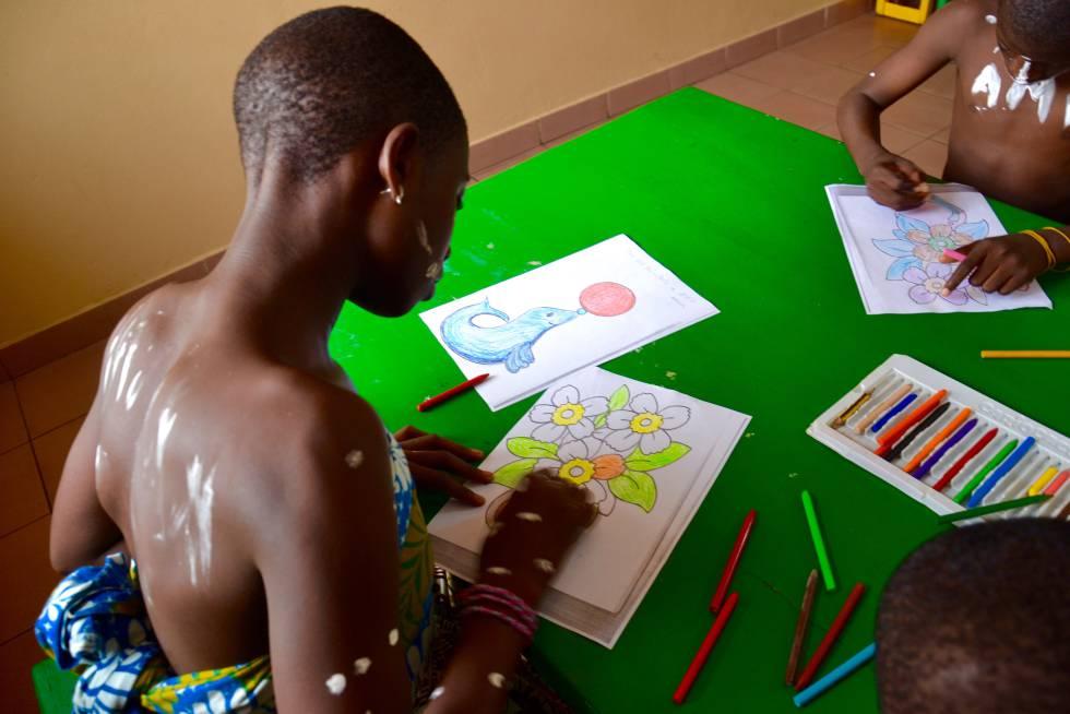 Niños del Centro de la alegría infantil de Mensajeros de la Paz.
