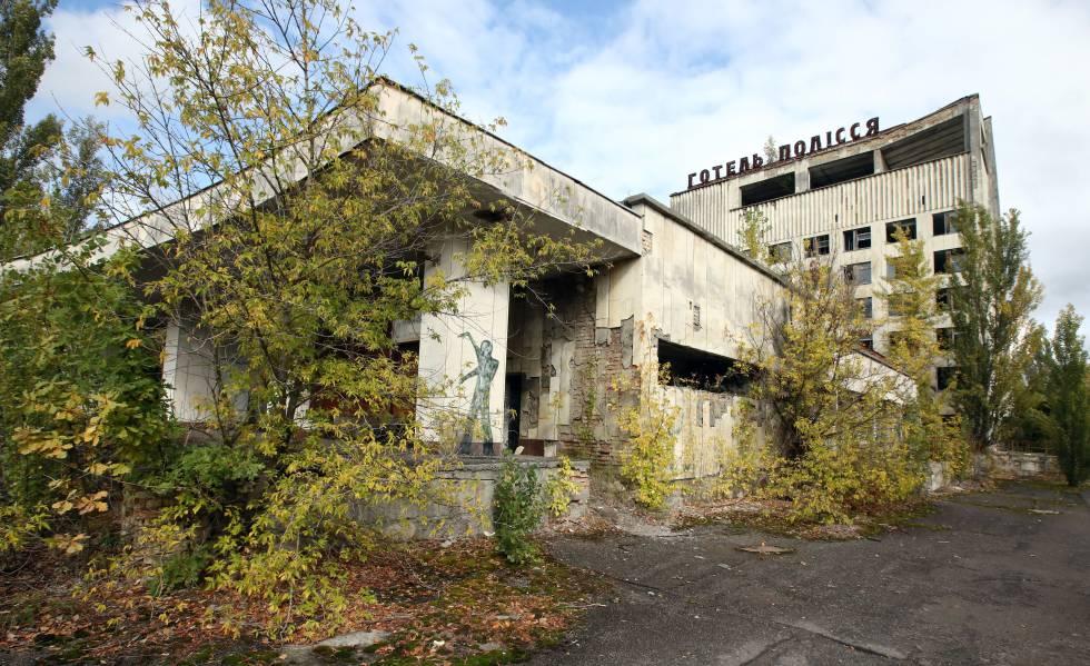 Em Pripyat a natureza reconquistou a cidade.