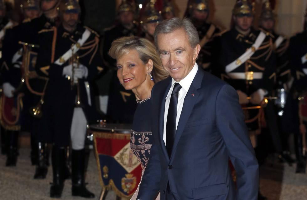 Bernard Arnault y su esposa Helene llegando al Palacio del Elíseo el pasado 25 de marzo.