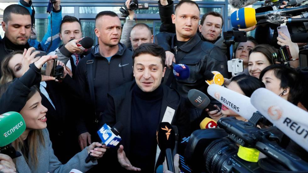 Volodymyr Zelenskiy tras hacerse una prueba de drogas y alcohol, el 5 de abril en Kiev.
