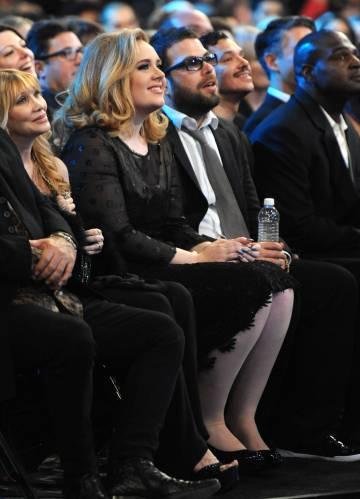 Adele y Simon Konecki, en los premios Grammy en febrero de 2012.