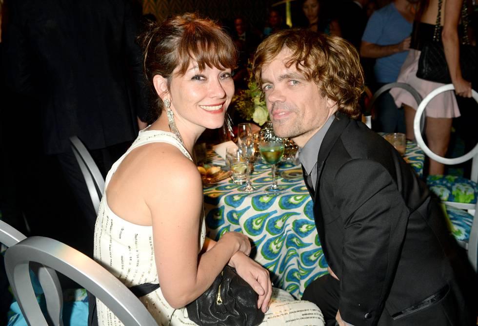 Peter Dinklage y su mujer Erica Schmidt durante una fiesta de HBO celebrada en 2013.