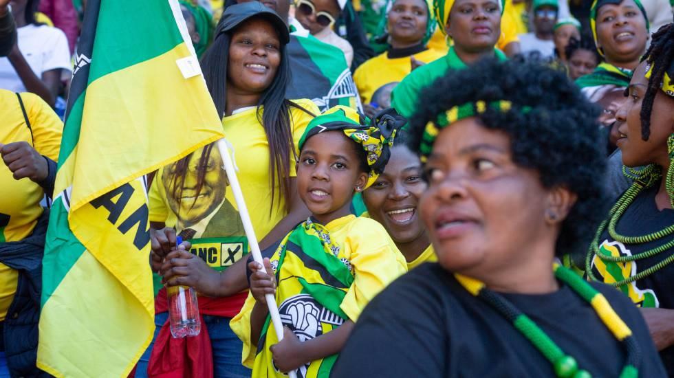 Seguidores del partido African National Congress (ANC), este domingo en Johannesburgo.
