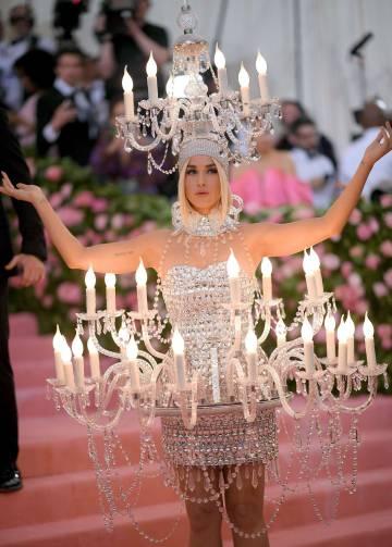 deafeef30 Las celebridades rinden homenaje a la estética antinatural en la ...