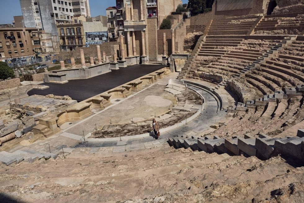 """ADueñas le produce """"alegría"""" el Teatro Romano. """"Tan contemporáneo y tan agarrado a la historia""""."""