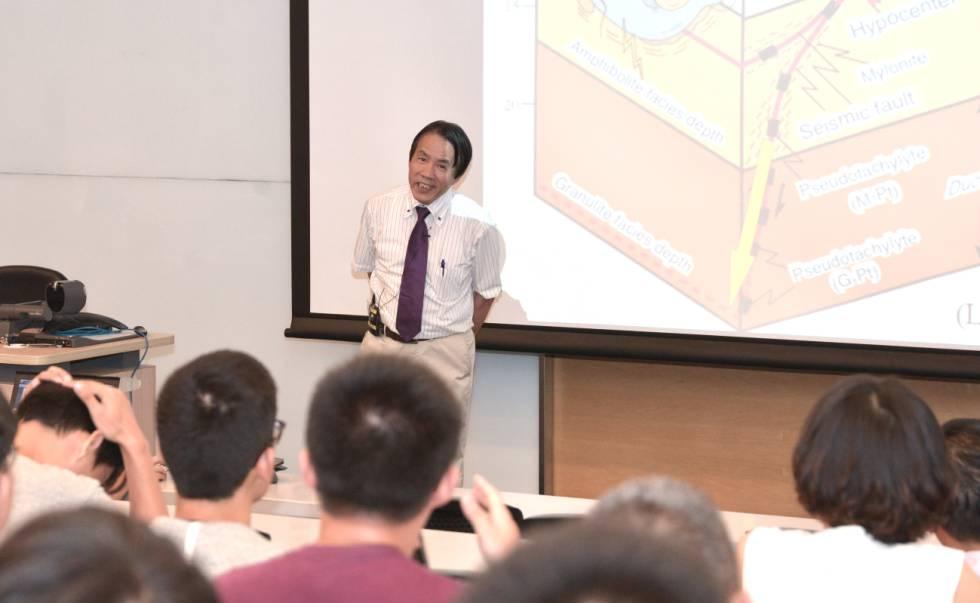 El científico Aiming Lin, durante una charla en la Universidad de Hong Kong en 2017.