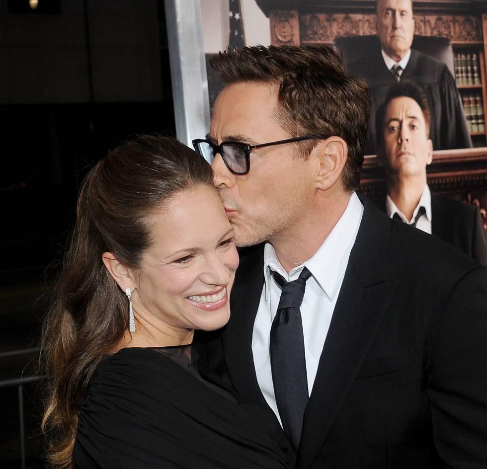 Robert Downey Jr. besa a su esposa Susan Levin, con la que lleva casado desde 2005.