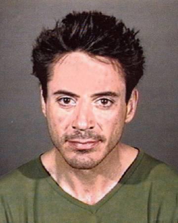 Durante años, esta fue la imagen que Hollywood tuvo de Robert Downey Jr: la de la ficha policial. Esta pertenece a la primavera de 2001, cuando fue detenido por posesión de estupefacientes.