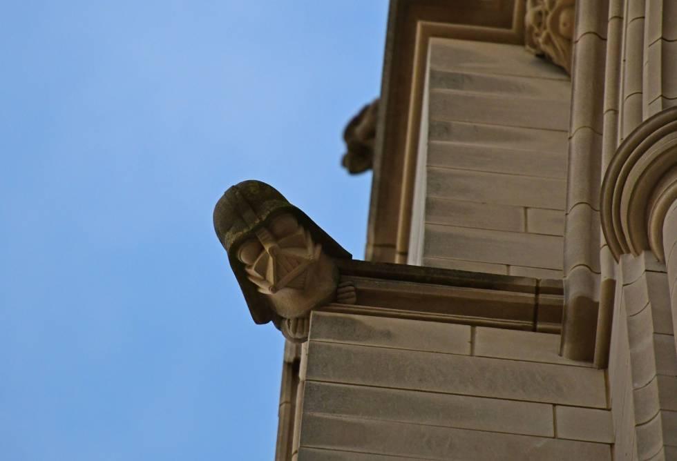 Darth Vader, en una cornisa de la cara norte de la catedral de Washington (EE UU).