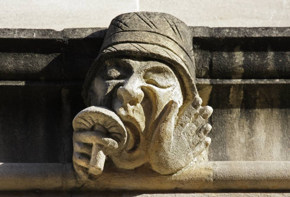 Uno de los grutescos del Lincoln College en Oxford (Reino Unido), del siglo XV, muestra a un extravagante personaje lamiendo un hongo alucinógeno.