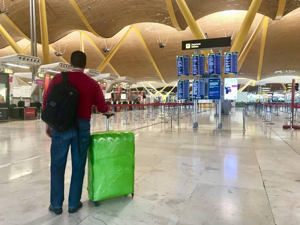 236990315 De verdad necesitas plastificar tu maleta como si fuera una momia ...