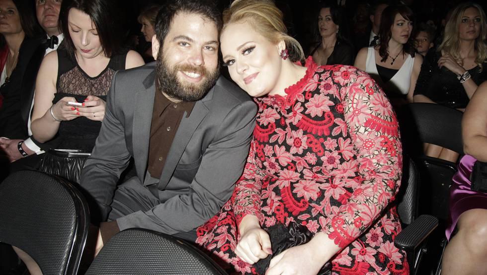 Adele junto a Simon Konecki, en los Grammy de 2013.