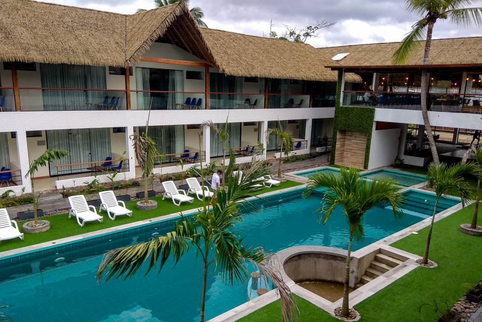 El hotel Las Hamacas, en El Sauce, ha sido recientemente reformado y ampliado. Aunque ha sufrido daños en el reciente terremoto, aspira a convertir la zona en un atractivo turístico para que ganarse la vida allí no sea siempre sinónimo de cultivo de materias primas que causan deforestación.
