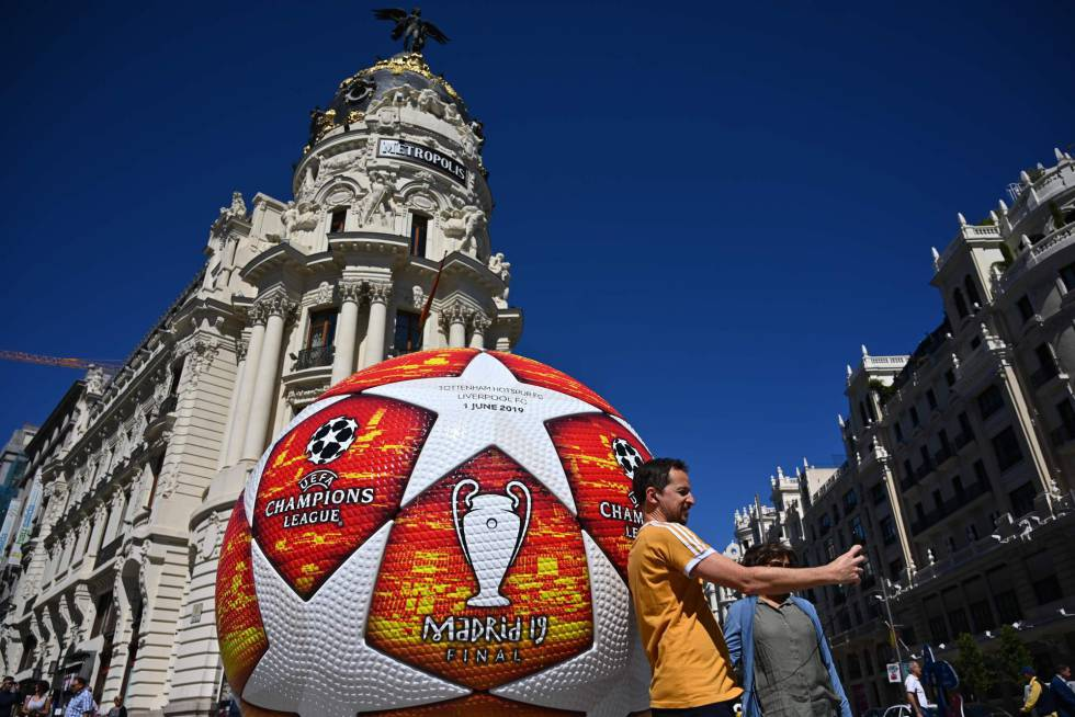 d09e6df04 A passerby takes a selfie with a giant replica of the UEFA Champions League  ball displayed