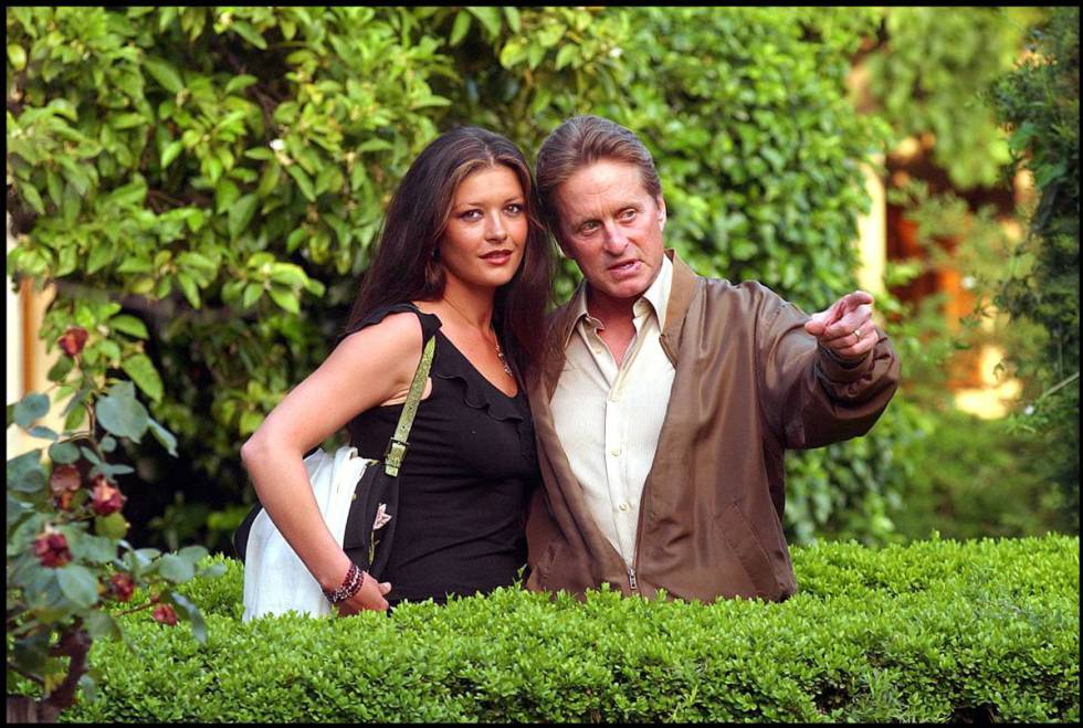 Catherine Zeta-Jones y Michael Douglas en Mallorca, en el verano de 2002.