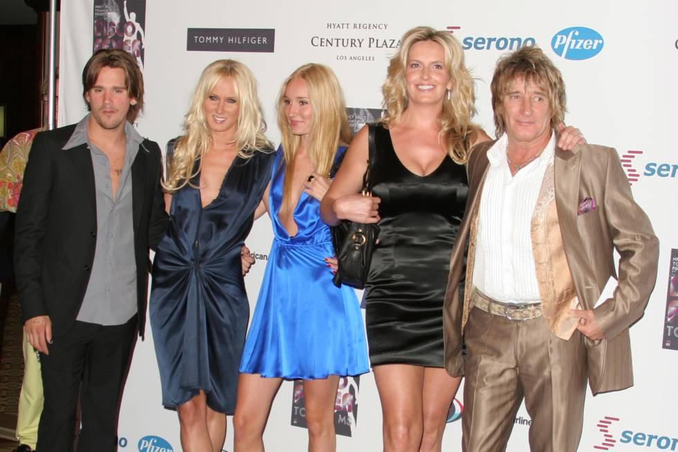 De izquierda a derecha: Sean Stewart, Kimberly Stewart, Ruby Stewart, Panny Lancaster y Rod Stewart, en 2006.