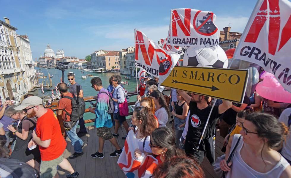 Manifestación en Venecia contra los cruceros, el pasado domingo.