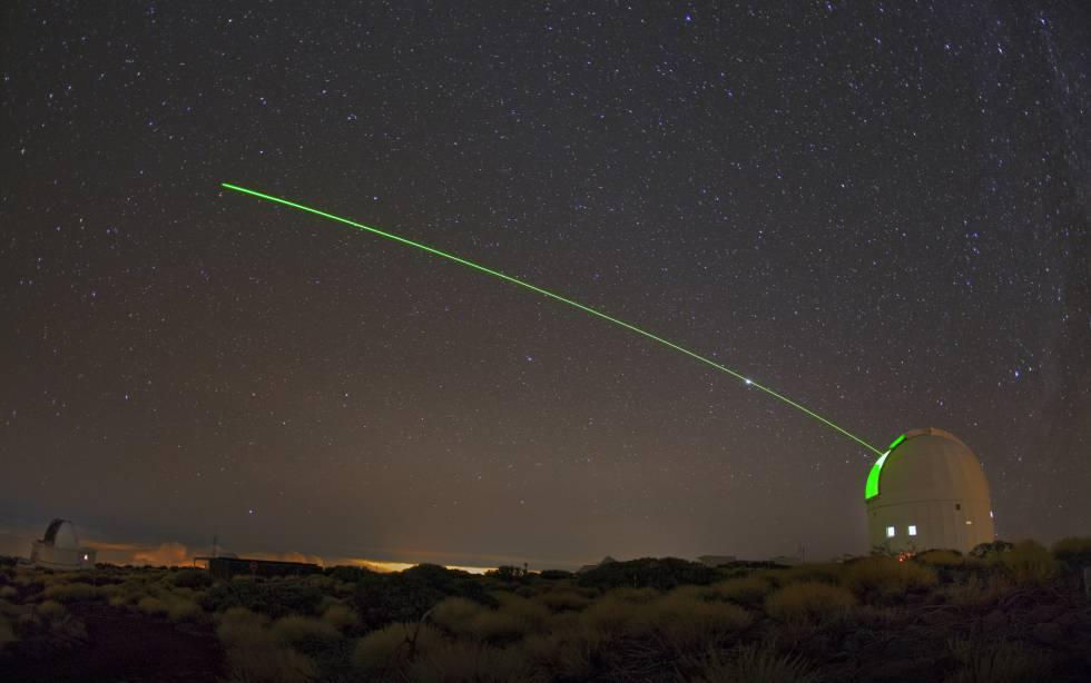 La Estación Óptica Terrestre del Teide usa un telescopio láser para comunicación con satélites y eliminación de basura espacial.