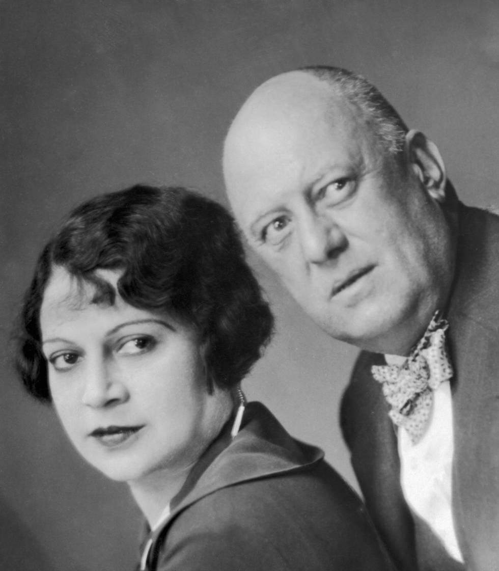 Aleister Crowley con su esposa Maria de Miramar en un retrato de pareja tomado en 1929.