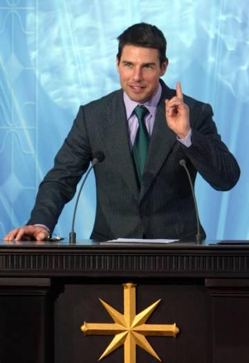 Tom Cruise es el rostro más reconocible de la Cienciología, una creencia que muchos enlazan con Aleister Crowley. En la imagen, Cruise durante la inauguración de la Iglesioa de la Cienciología en Madrid en 2004.