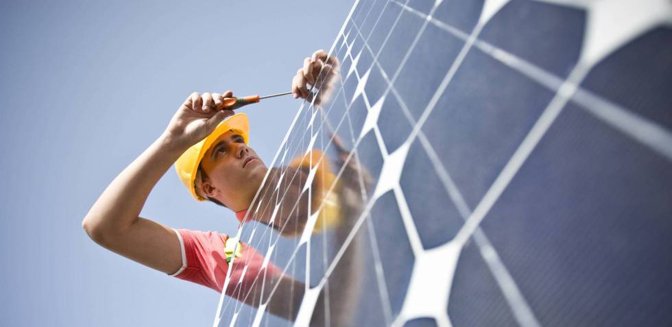 Growing numbers of Spaniards are buying solar panel systems for their homes.
