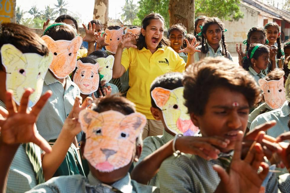 Krithi Karanth ha desarrollado un programa de conocimiento en conservación en las comunidades rurales de la India (© Rolex  Marc Shoul).